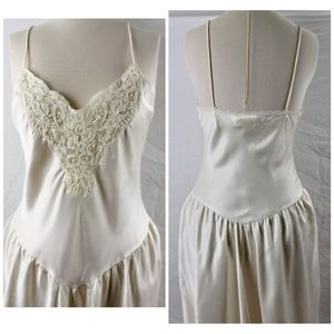 Vintage Victoria's Secret 80s Nightgown OffWhite M